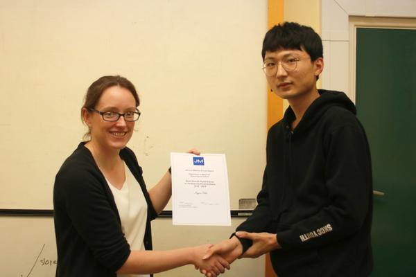Ingon Kim receiving Prelims 2019 Prize
