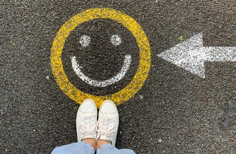 Feet and a smilie emoji