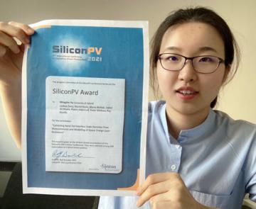 Mingzhe Yu with her award